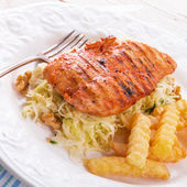 Grilled chicken, cabbage salad — Stock Photo