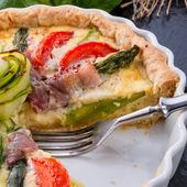Green asparagus Tart with eggs — Stock Photo