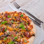 Домашнее пицца — Стоковое фото
