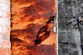 Broken lock on the rusty door — Stock Photo