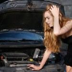 Caucasian woman in her car breaks down — Stock Photo #13128325