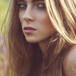 Beautiful woman portrait outdoors — Stock Photo