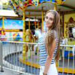 Beautiful woman in the amusement park — Stock Photo