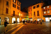 COMO, ITALY - NOVEMBER 16: Peole walking in the old town of Como city at the evening on November 16, 2013 in Como, Italy. — Stock Photo