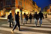 COMO, ITALY - NOVEMBER 16: Unidentified pedestrians at Como crossing on November 16, 2013 in Como, Italy. The famous scramble crosswalk near the Como lake. — Stock Photo
