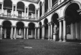 Vintage antique style courtyard in the monuments and columns — Stock Photo