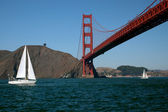 Sailing Under The Golden Gate Bridge — Stock Photo