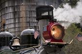 Treno a vapore si fermò presso la torre dell'acqua — Foto Stock