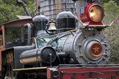 Tren de vapor en la torre del agua — Foto de Stock