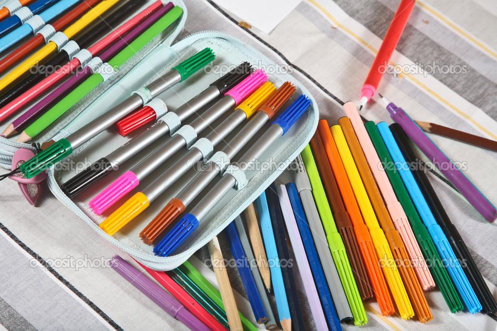 在铅笔盒铅笔 nik7ch
