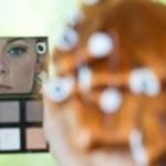 Make up artist at work — Stock Photo #24872173