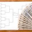March Madness Bracket and Fanned Money on Right — Stock Photo