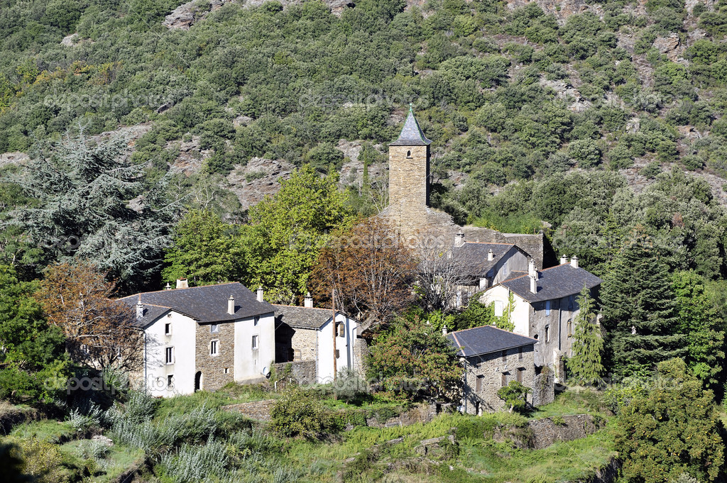 Village of mountain in France in the department of Gard — Stock Photo #14298827