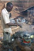 The work of Bronze in Burkina Faso — Stock Photo