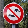 Panel of prohibition to the quads and the motorcycles — ストック写真