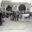 Old postcard, Vannes, stage show, beef market — Stock Photo