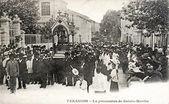 Gamla vykort över tarascon, procession av saint martha — Stockfoto