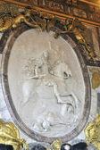 Un bajorrelieve del castillo de versalles — Foto de Stock