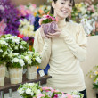 Woman in flower shop — Stockfoto