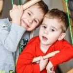 glückliche Kinder zwei Brüder — Stockfoto