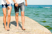 Young happy couple on the sea coast — Stock Photo