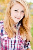 Portrait d'une belle jeune femme blonde — Photo