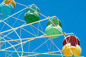 Detail of a giant old carrousel ferris wheel on blue sky — Stock Photo