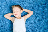 Happy kid on floor in living room at home — Stock Photo