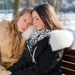 joven conflictiva consolada por su amiga — Foto de Stock