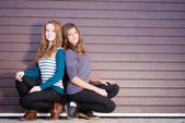Two Teen Girl Friends Laughing dressed for spring or autumn — Stockfoto