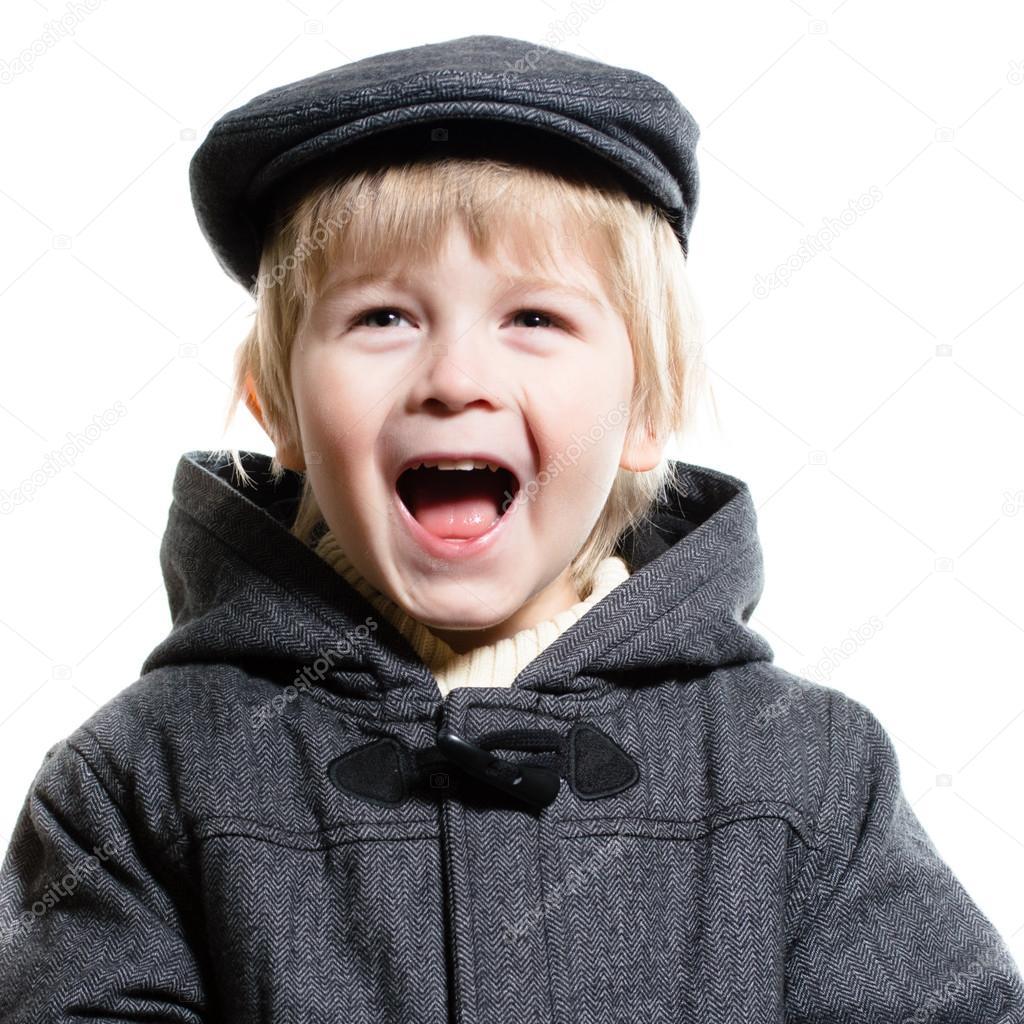 小男孩笑快乐孤立在白色背景