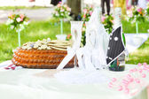Wedding ceremony details of cake and decorated bottles — Stock Photo