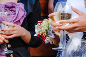 Wedding guests holding glasses of wine closeup — Stock Photo