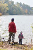 Father and little son fishing together on autumn day — Stock Photo