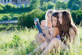 Teen girls playing guitar — Stock Photo