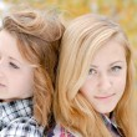 Two happy teen girls — Stock Photo