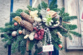 Christmas pine tree garland with cones and flowers decoration — Stockfoto