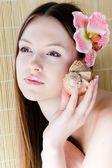Beautiful girl face & flower. Perfect skin. — Stock fotografie