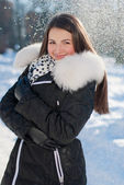 Beautiful young happy smiling woman getting warm on winter day — Stock Photo