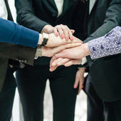 Grupo de empresários com mãos juntas — Foto Stock