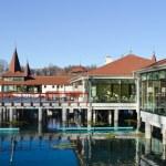 Heviz thermal lake and swimming pool spa resort in Hungary — Stock Photo