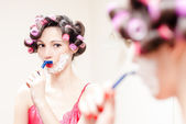 Young beautiful pinup woman shaving mustache with razor and foam — Stock Photo