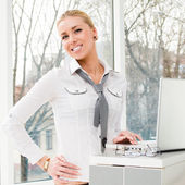 Young business woman using laptop PC at office — Stockfoto