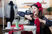 Funny young pinup woman with sewing machine — Stock Photo