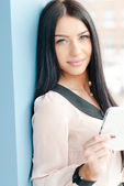 Smiling young business woman using tablet PC — Fotografia Stock