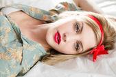 Fille avec rouge à lèvres — Photo