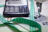 Jehla pro šicí stroje, kalkulačka & Měřické — Stockfoto