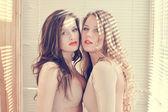 Vrienden in lichamelijk kostuums — Stockfoto