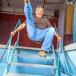 Man jumping down the stairs of an old waterless pool — Stock Photo