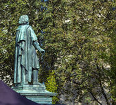 De beethoven monument op de munsterplatz in bonn — Stockfoto